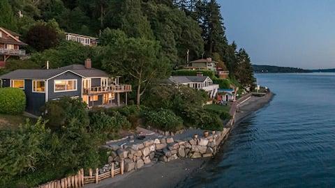 Vashon Beachfront Retreat with breathtaking views