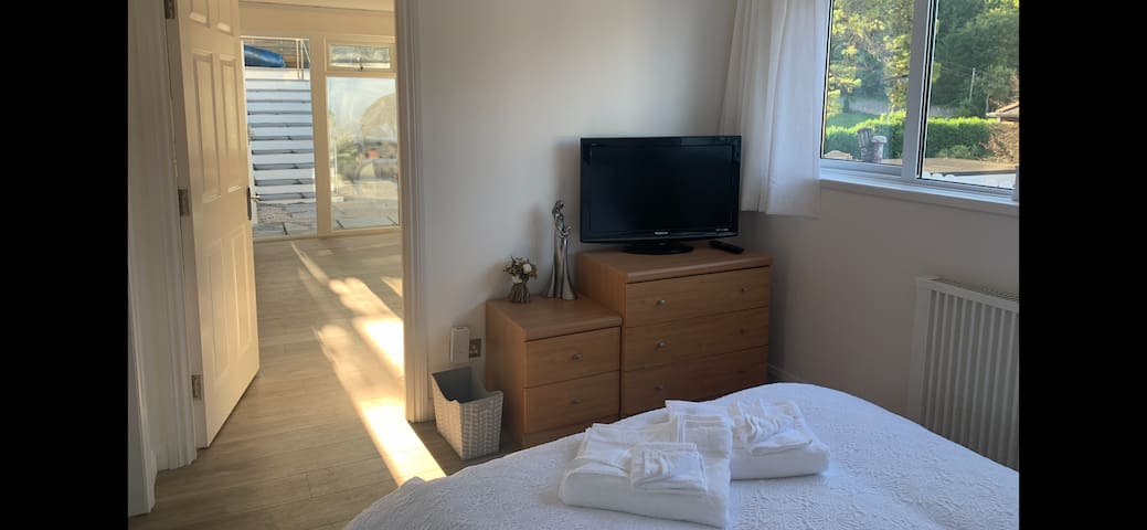 A private refurbished double bedroom within a peaceful setting that's not overlooked. Quality white linen supplied 200 thread count for you to have the perfect nights sleep