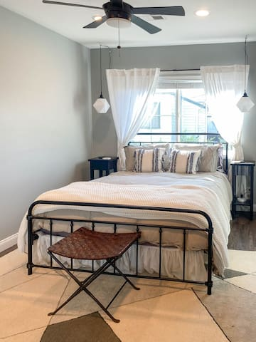 Bedroom with queen bed & closet, wireless phone chargers provided