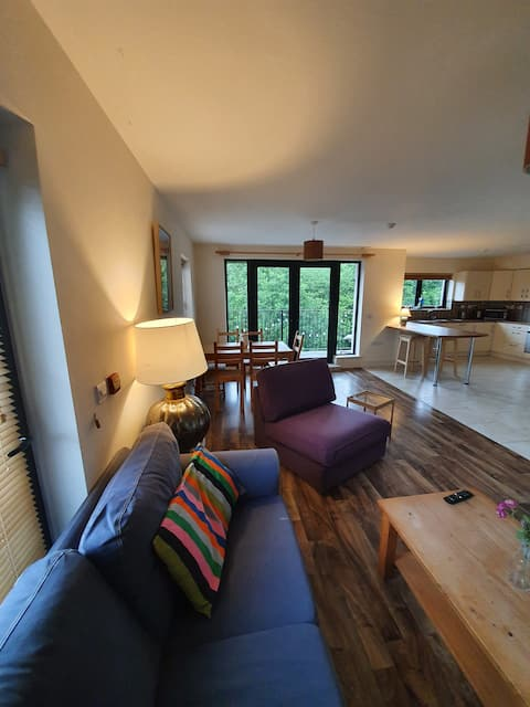 Spacious 2 bed home on the banks of Lough Melvin
