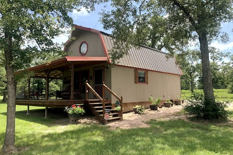Comfy 2-bedroom cabin 20 min to Kyle Field