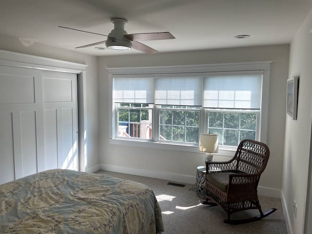 Comfortable bedroom, queen sized bed with a choice of air conditioning or ceiling fan for those warm summer nights