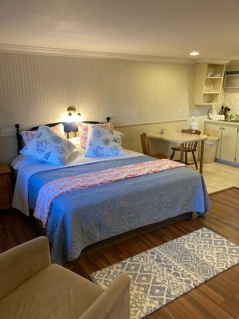 Cozy Condo. Steps from the Beach. Unit #3