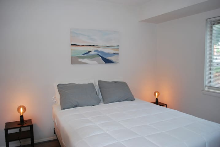 2nd BEDROOM WITH A QUEEN SIZE BED
