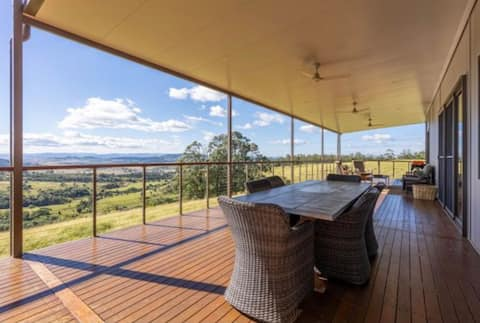 """Milibarn"" modern home in a relaxed rural setting"