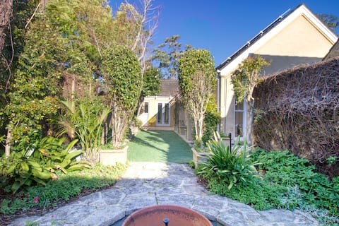 Charming Garden House in Chatswood with Parking