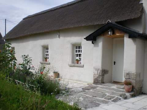 Restored 300yr old thatched cottage Tigh na Rí Rua