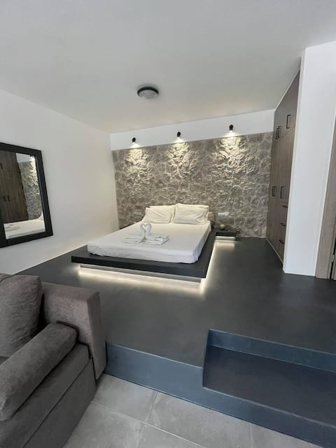 """Rock N Sun""  Brand new apartment in Ermioni"