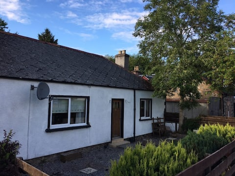 2 Bed Cottage on North Coast 500 by Inverness