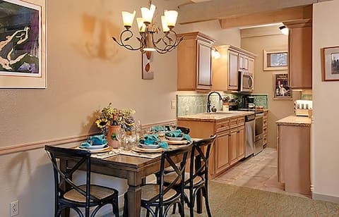 Downtown Aspen- Perfect Location For Your Visit!