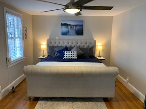 Your Hideaway awaits/1-bedroom downtown pad.