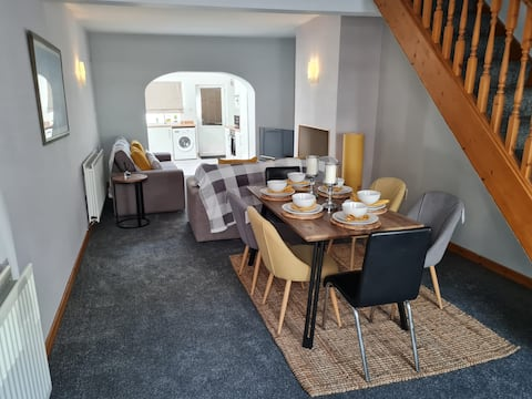 Edge of lake district, cosy town house by the sea