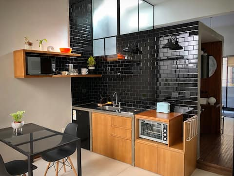 Modern & bright central apartment