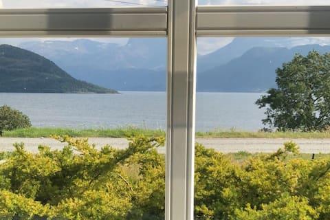Koselig liten leilighet på norsk bondegård