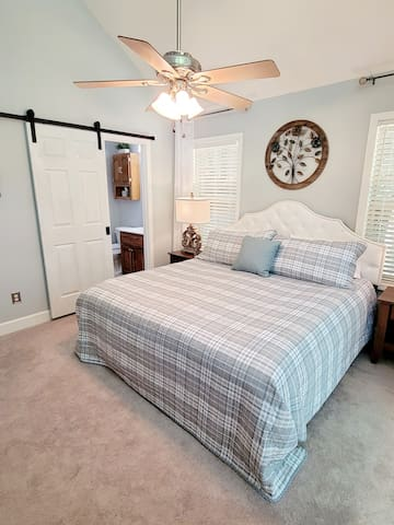 BR-1 Master bedroom with en-suite. King size bed with extra strong bedframe so no sagging middle.