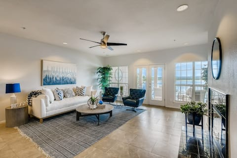 Luxury 3 Beds Lakefront Condo on the Island