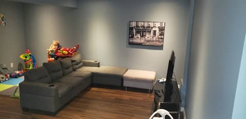 Clean place & 15 minutes from Downtown Ottawa!