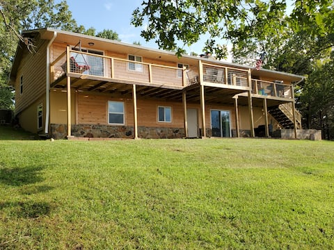 Scenic Views at Family-Friendly 5 Bedroom Cabin