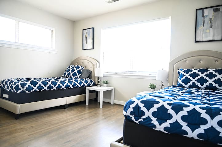 2 twin size beds, super comfortable w/ smart tv