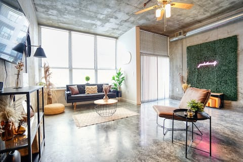 Lux Boho Chic Loft in the Heart of the City!