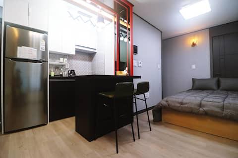 <추천>아일랜드 테이블, 넓은주차장, 신축, 편안한 휴식공간, 예쁜방.