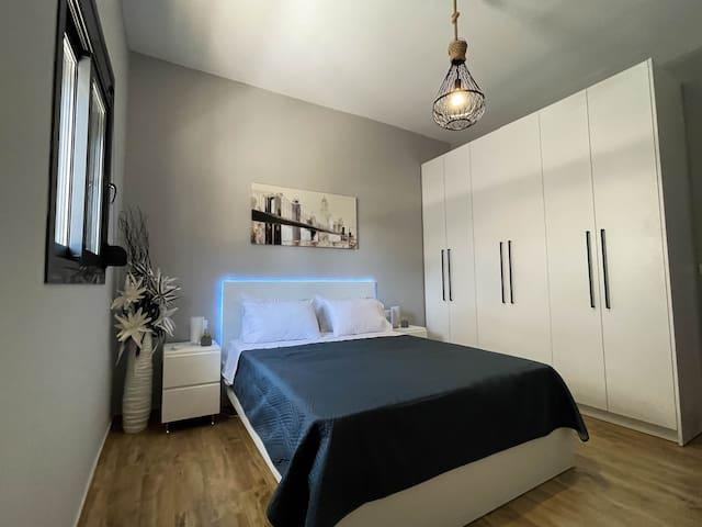 Modern bedroom with smart lighiting