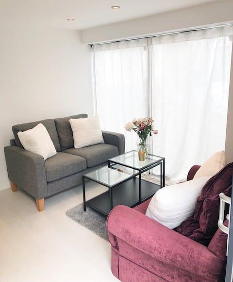 Modern, light one bedroom guest house, Didsbury.