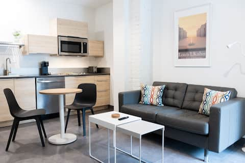 The Rosalie Suite 4, Steps from Norfolks Hospitals