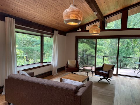 Secluded, Sunny 2 bedroom Retreat in the Woods