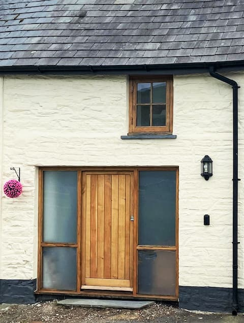 Saddler's Hall: Luxury cottage in Mid-West Wales