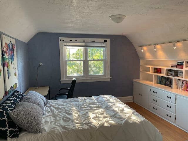 Second bedroom, full-sized bed