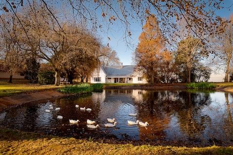 Peaceful Farm Retreat - Summerfield Farmhouse.