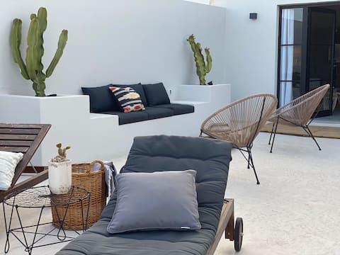 Beautiful sunny Studio Penthouse with huge terrace