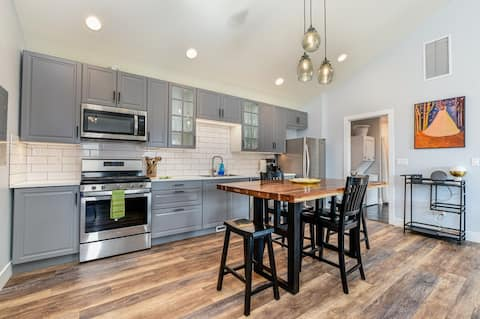 Modern, Pet Friendly Home in the Heart of Montrose