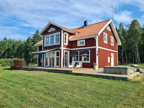 Stor villa på hästgård i södra Dalarna