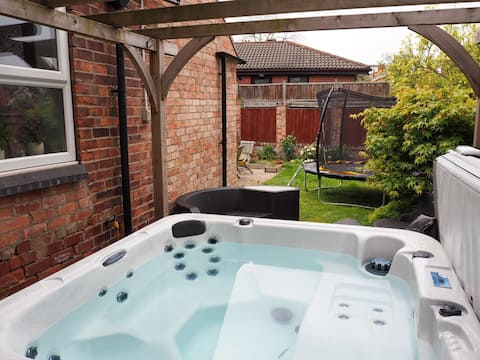 Luxury 3-bedroom family home with hot tub
