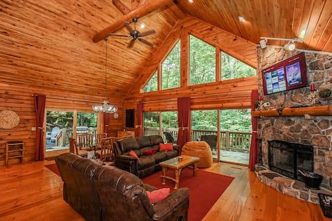NEW Little Bear's Den: Private Log Cabin w Hot Tub