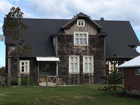 La Casona de 1890, en Frutillar Bajo. (h2)