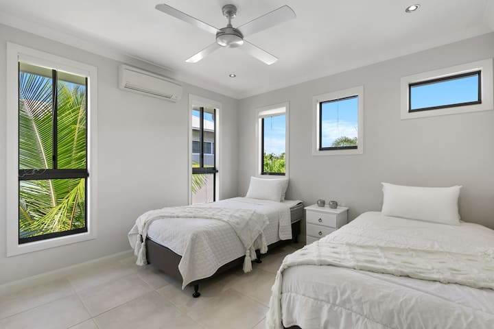 Bedroom 4 has 2 king singles, that can be joined together. Five windows fill the room with light, split system a/c and built in robes.