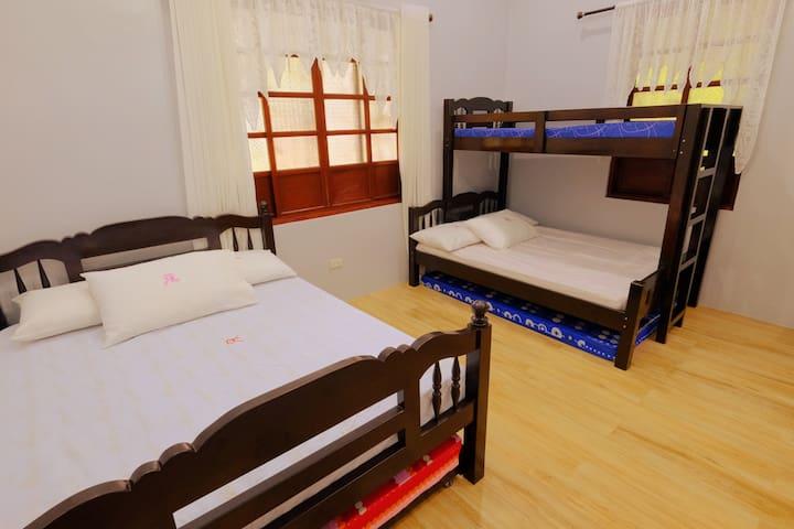 Villa#2: Room 2