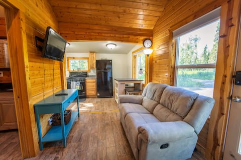 2br Little Cabin in the Woods near lake - king bed