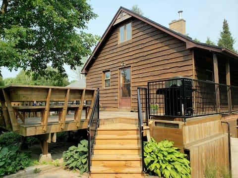 Pleasant Places Cottage - Point Clark