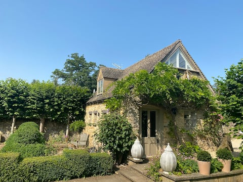 Lovely Cotswold Cottage with Charm