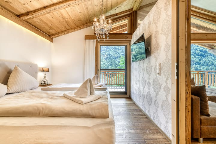 Schlafzimmer 1 mit Balkonzugang