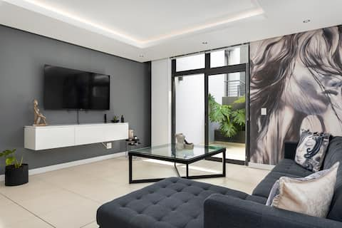 Sleek Apartment in Sought After Green Point