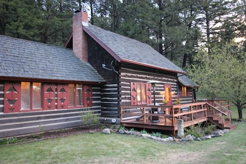 Newly renovated Historic Cabin oozes cozy!