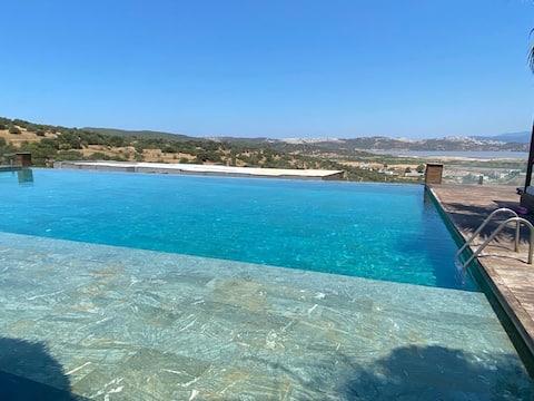 Luxury villa with pool 3 minutes to the Sea - Güvercinlik