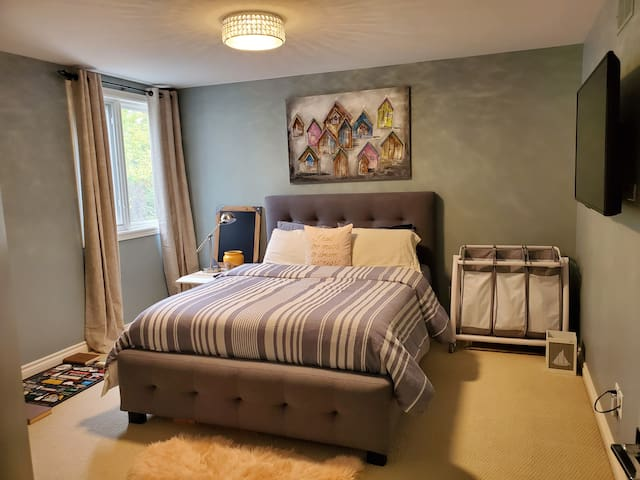 Third bedroom with queen bed and tv.