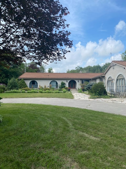 Country Oasis Accessible B&B-main level 2300 sq ft