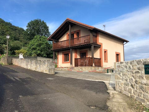 Agradable casa rural con jardín, terraza y bbq...
